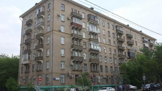В этом доме на ул. 8 Марта находятся 2 радиостанции: «Авторадио» и «Радио Алла»