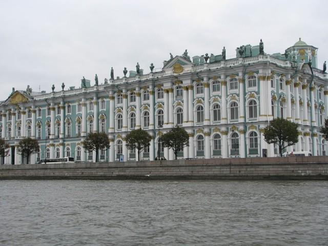 Зимний дворец – музей Эрмитаж.