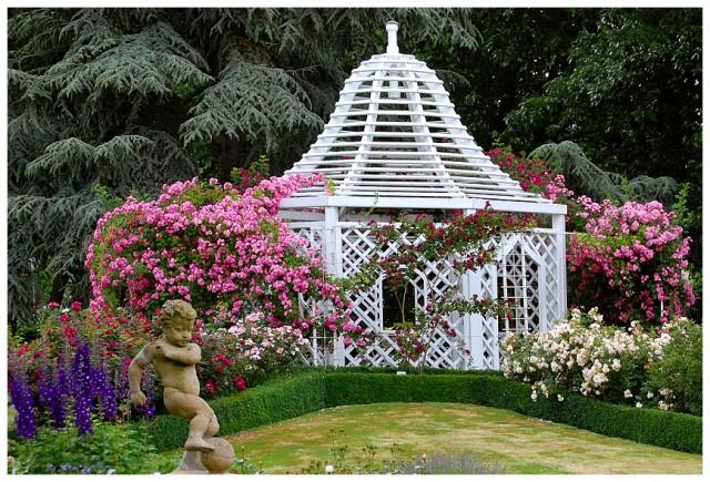 Беседка. Знаменитый розовый сад Цвайбрюккена.