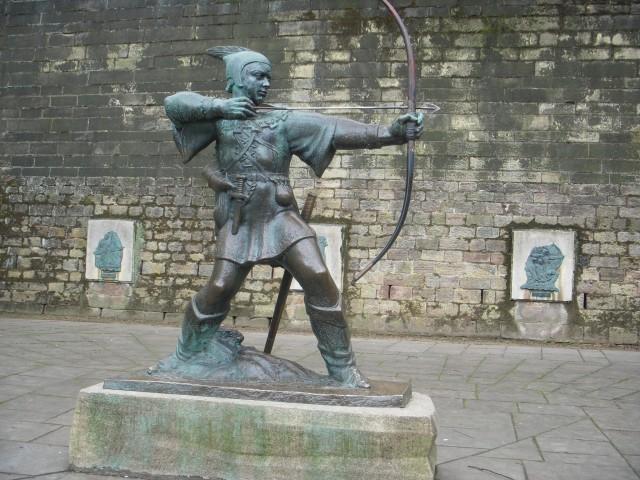 Памятник Робину Гуду в центре города Ноттингема