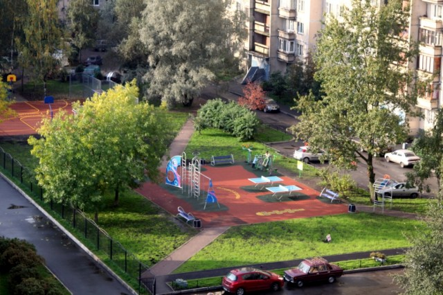 Спортивная площадка в районе Хасанской ул.