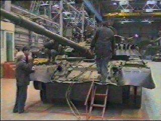 Вот так на заводе когда-то собирали танки
