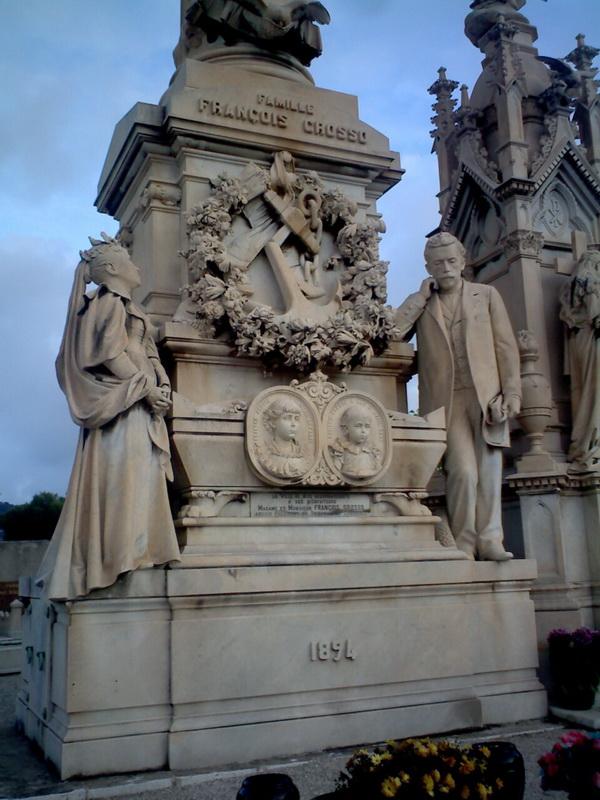 Самый значительный монумент жертвам кораблекрушения. Естетсвенно, протестансткий Боюсь, похоронена здесь семья с двумя маленькими детьми
