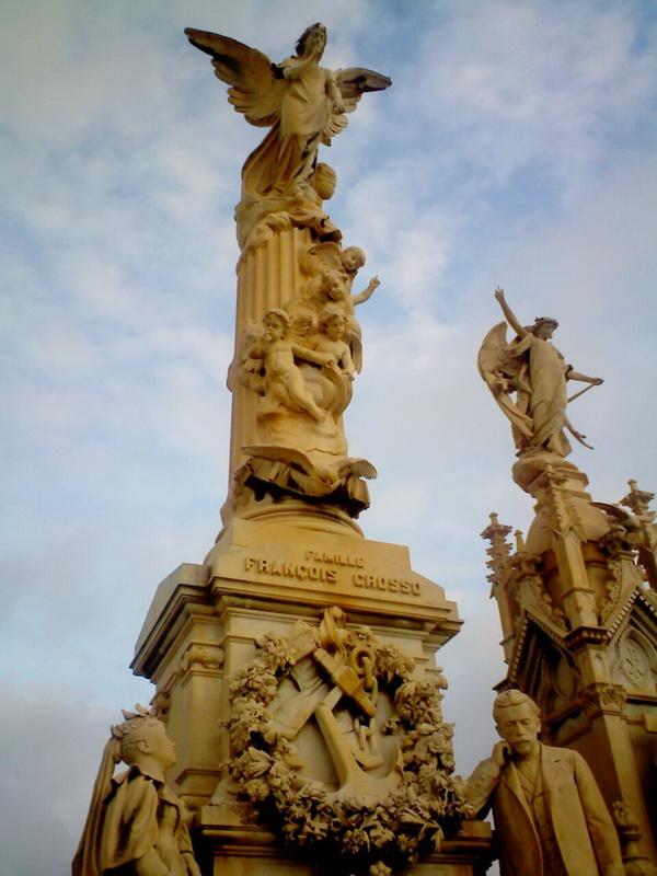 Та же могила, тот же монумент, верхняя часть