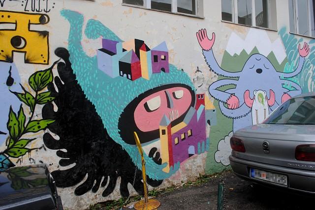 Вполне вероятно, что эти граффити в городе Герцег Нови рисовали российские дауншифтеры, множество которых живёт в этой части Черногории...
