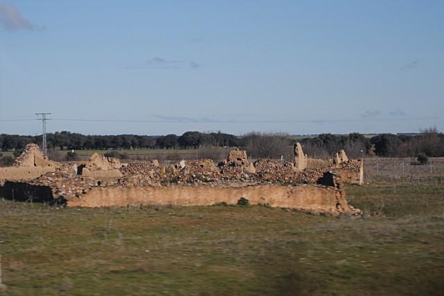 Множество испанских руин пребывают в каком-то совсем уж неуютном, плачевном состоянии... Развалины чего-то в районе города Саламанка