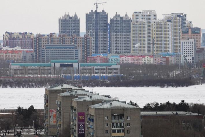 Вид на строящиеся высотки китайского города Хэйхэ