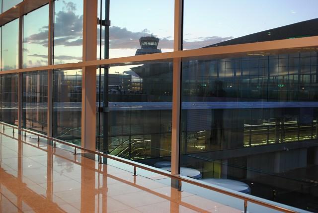 Зал вылета аэропорта Барселоны — весьма пустынный: задержки отправления рейсов здесь нередки. Наш рейс абсолютно без причин и без какой-либо информации задержали почти на час...