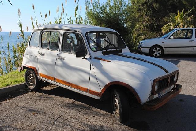 """Одна из любимых машин черногорцев — классический """"Renault 4"""". В данном случае — с деревянной инкрустацией..."""