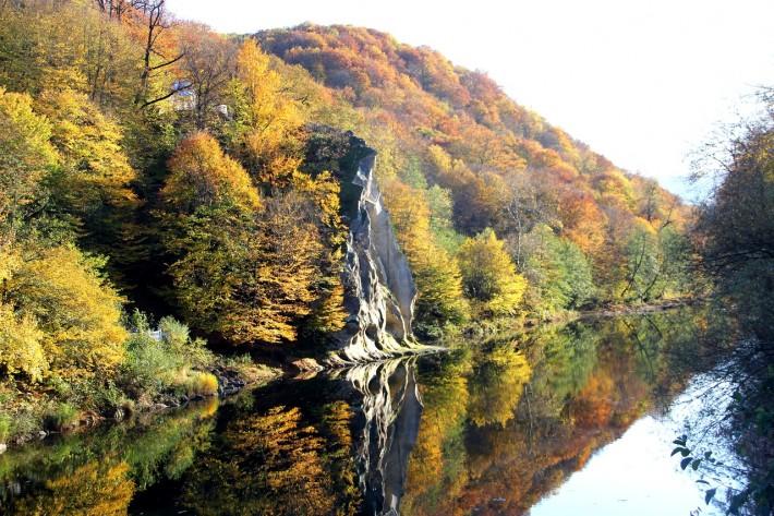 Река Псекупс и местная достопримечательность - скала Петушок
