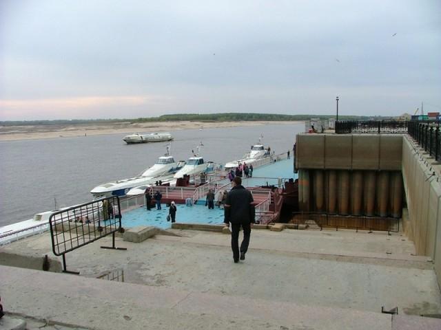 Набережная Иртыша у речного вокзала