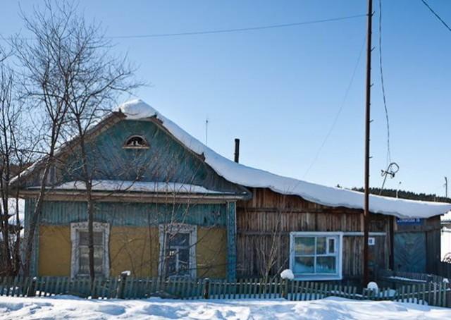 Таких домиков еще очень много в Ханты-Мансийске