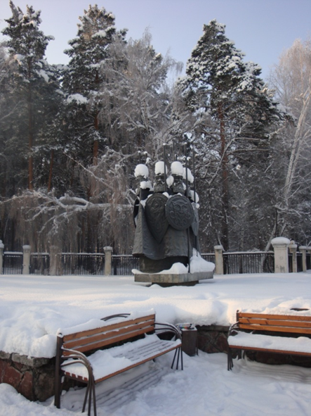 Скульптура «Богатыри России» около парка