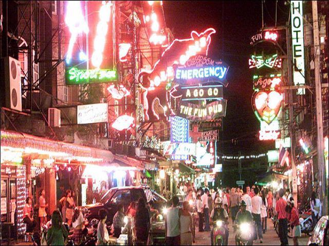 Таиланд. Паттайя. Волкинг стрит. Здесь каждый может найти жилье и работу