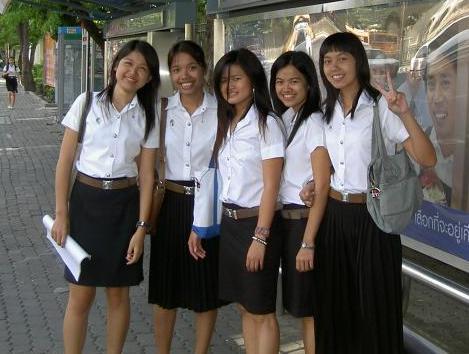Тайские студентки. Самые образованные из них, наверняка будут работать в эскорте для иностранных туристов*