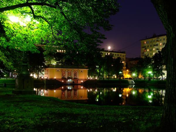 Патриаршие пруды – зеленый оазис в центре столицы