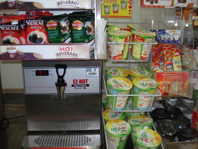 Тот же 7-Eleven: купил и заварил, не отходя от кассы!