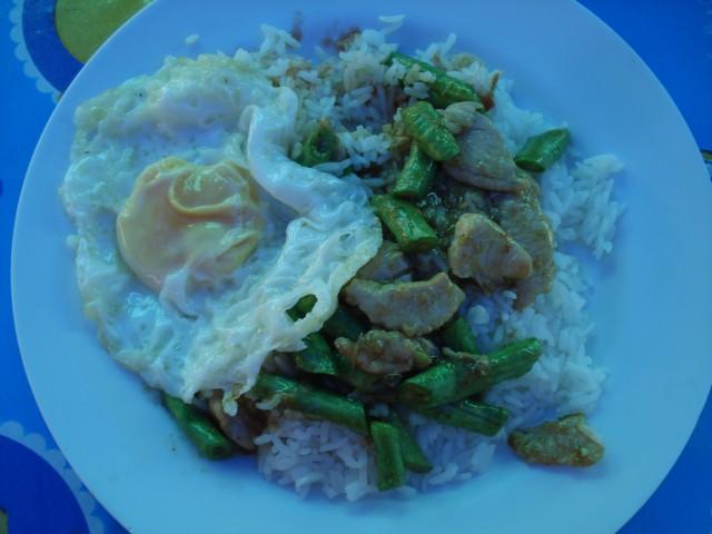 Мой типичный завтрак, стоит 40 бат