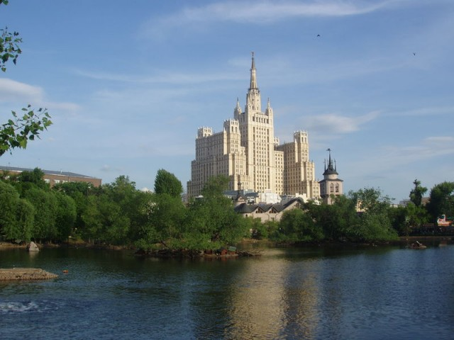 Сталинская высотка на Кудринской площади