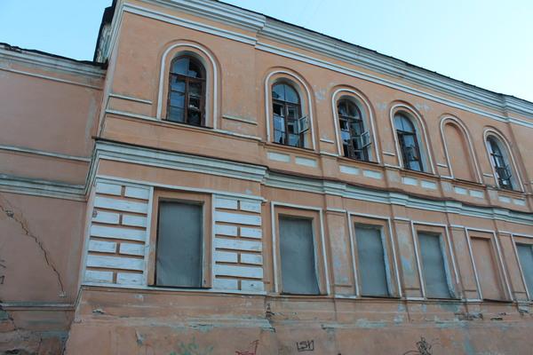 Старый особняк на ул. Калинина, совсем недалеко от центра