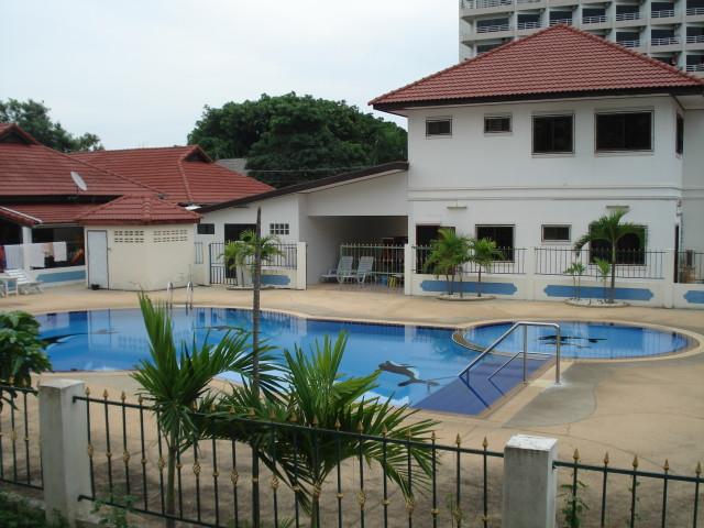 Аренда такого дома с общим бассейном 60000 бат в месяц