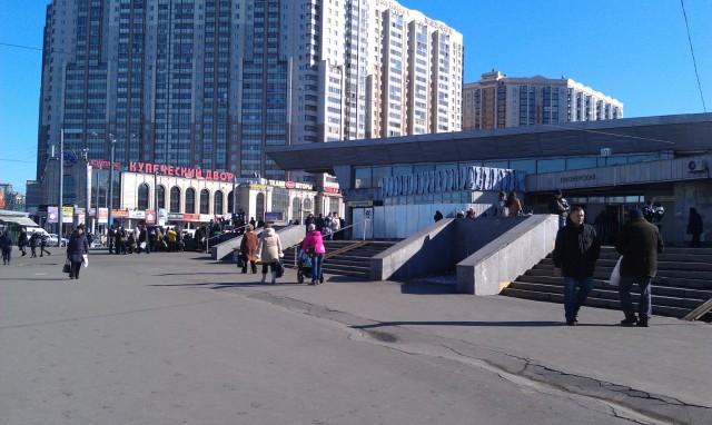 Станция метро «Пионерская». Далеко не час пик