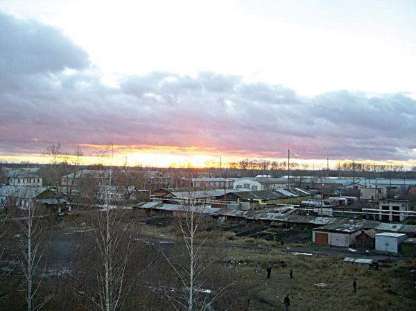 Пожар после взрыва на складе арсенала в пос. Сердовино в 2002 году