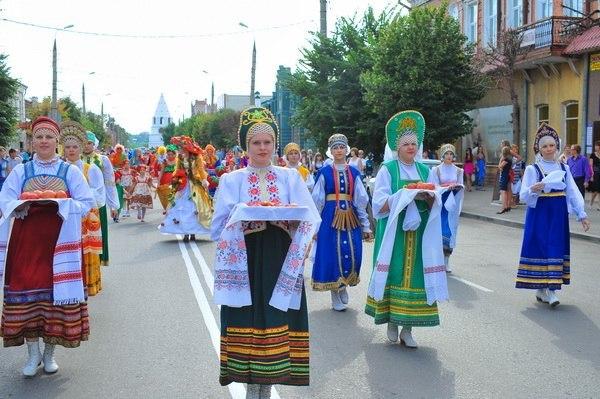 Фестивальное шествие в день «Помидора»