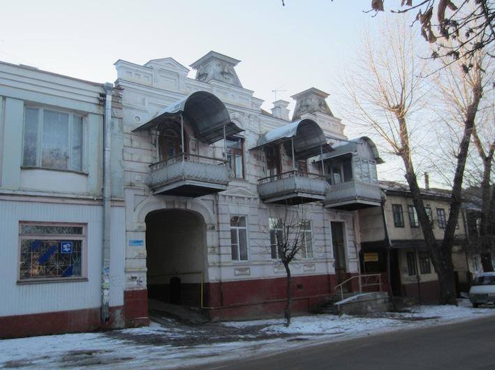 Три балкона