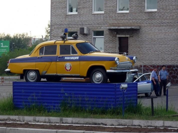Памятник автомобилю ГАИ