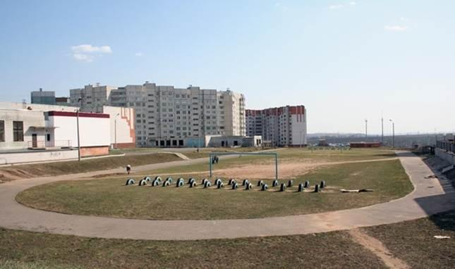 Спортивный стадион во дворе района Юраково