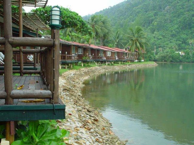 Дом у воды на Ко Чанге можно арендовать за сущие копейки. У вас не будет кухни, зато каждое утро можно мыть ноги в Сиамском заливе