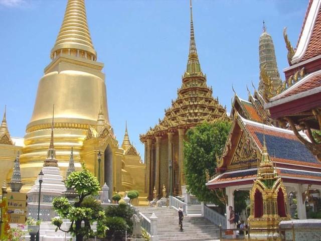 Королевский дворец в Бангкоке. Местный Кремль, только все из золота, а не из красного кирпича…и мавзолея вроде бы нет