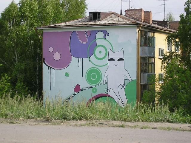 Начало ул. Немировича-Данченко. Дома не только стоят в овраге - они ещё и украшены отличными граффити