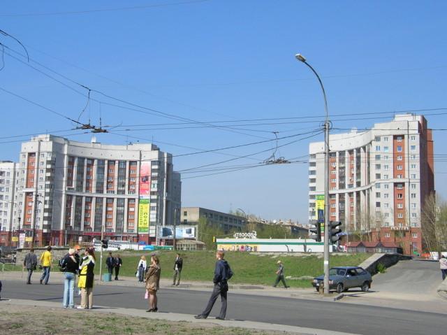 Въезд с моста на ул. Восход. Ворота правобережья