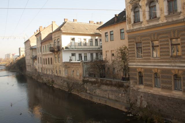 Примерно таких жилых домов в Клуж-Напоке - большинство