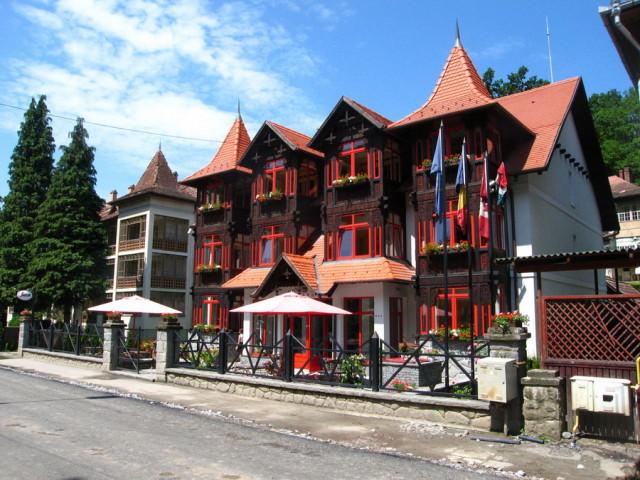 Причудливый дом в Совате. Таких здесь много