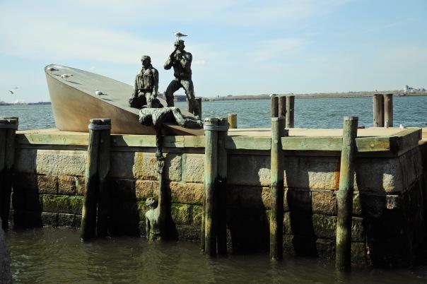 Памятник эмигрантам