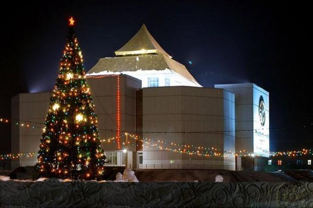 Здание национального музея  им. Алдан Маадыр (60 богатырей)