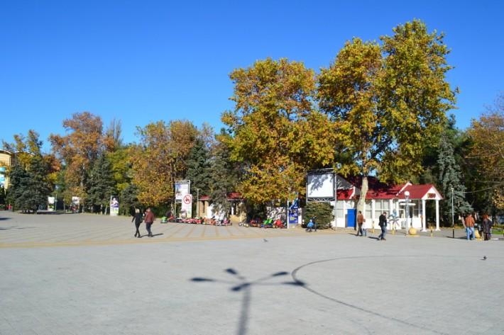 Анапа. Осень, площадь у ДК Родина