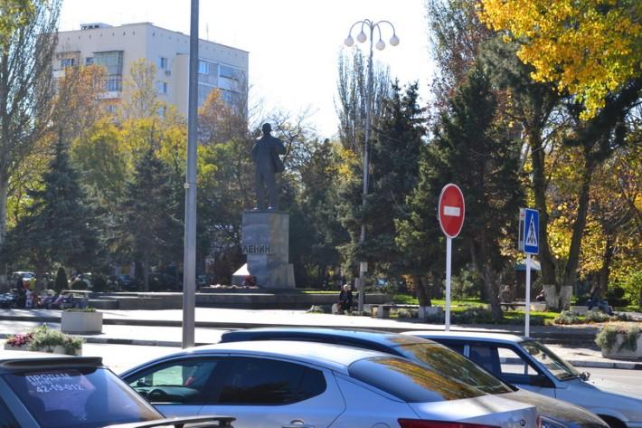 Анапа. Осень. Куда ж мы без Ленина