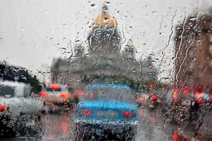 В Петербурге был дефицит резиновых сапог, а вот недостатка осадков не бывает никогда