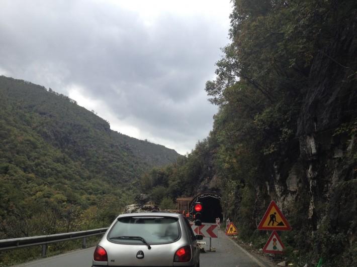 Черногория. Строительство тунеля на пути в Подгорицу