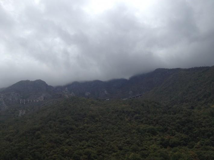 Черногория. Железная дорога где-то высоко в горах
