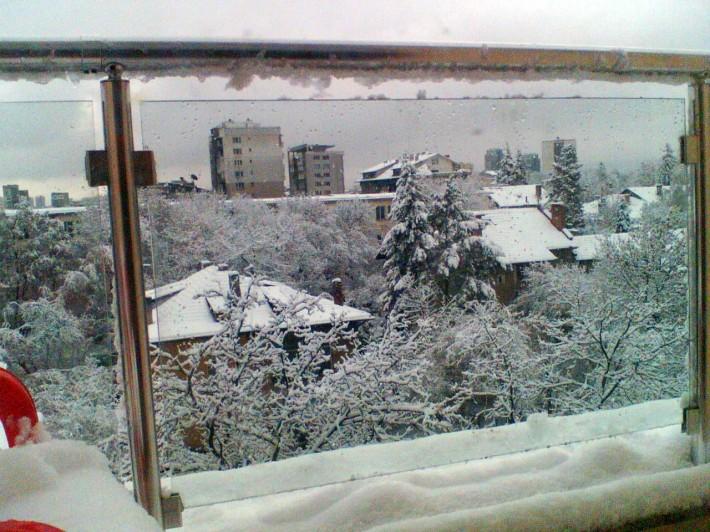 Свежий снег создает сказку