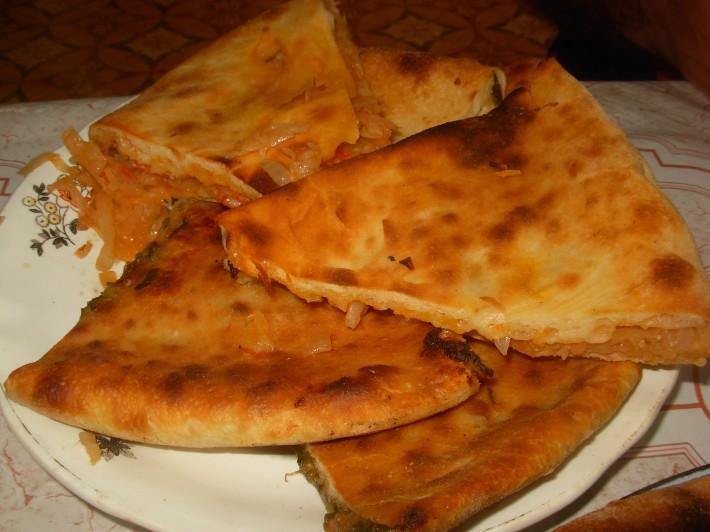 Кабускачин и фыджин — по русски пироги с капустой и с мясом