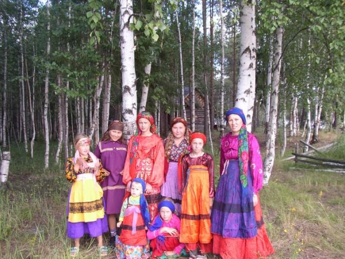 Коми-зыряне в национальных костюмах