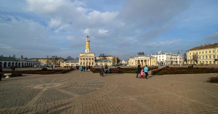 В центре Костромы на Сусанинской площади