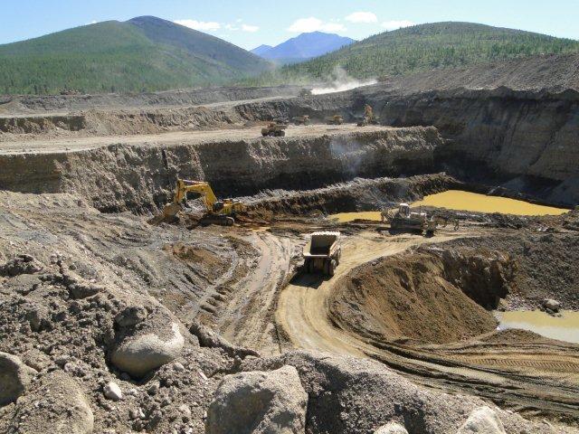 Здесь золото гребут не лопатой, а ковшом экскаватора: месторождение «Конго»