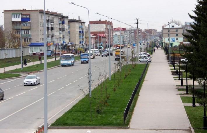 Улица К. Маркса после реконструкции. Вместо раскидистых ветвей деревьев теперь «голые тычинки» — спасибо администрации города